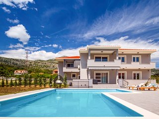3 bedroom Villa with Pool, Air Con and WiFi - 5793088