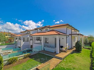 2 bedroom Villa with Air Con, WiFi and Walk to Beach & Shops - 5793079