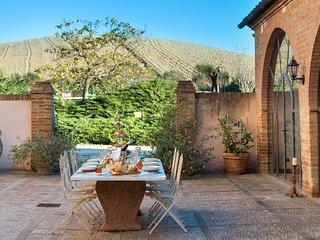 Torrenieri Villa Sleeps 11 with Pool and Air Con