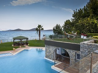 Villa Konstantin - Seven bedrooms seaside with private pool (Celest Villas)