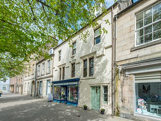 59 South Street - *New for summer 2019* - Sleeps 10 house in central St Andrews