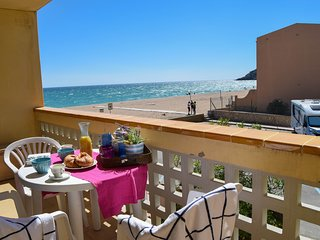 Two bedrooms sea front apartment next to Pals beach -PARAISO