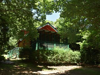 Mountain Tranquility Cabin, Helen, GA, WIFI, Hot tub!