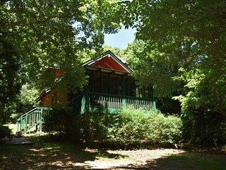 Mountain Tranquility Cabin, Helen, GA, WIFI, Hot tub!