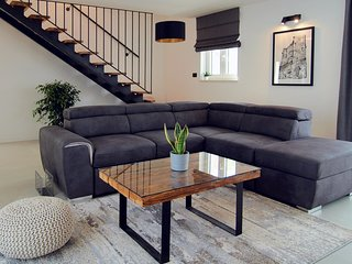 neues Ferienhaus mit Jacuzzi, Außenküche und Garten für 6 Personen
