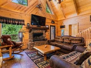 Big Trout Lodge w/ Hot Tub and Game room Loft