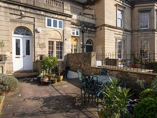 Quiet & Secluded Garden Apt in Heart of Clifton