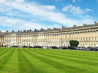 Royal Crescent Luxury Apartment 3bed/2bath & patio