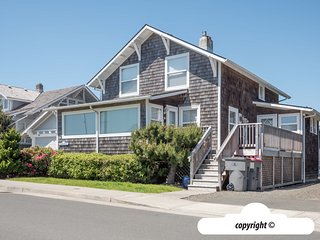 70 12th Avenue - SEARENITY HOUSE: Ocean View - 100 ft to Beach