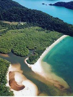 Paraíso ecológico, saída para o Fiorde do Mamanguá, entre Trindade e a cidade histórica de Paraty