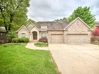 NEW-Bentonville Home w/Pool Table, Fire Pit, Grill