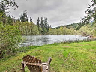 NEW! Vida Cabin w/ Yard & Grill on McKenzie River!