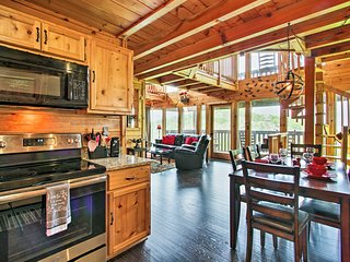 NEW! Cabin w/ Panoramic Views, Mins to Dollywood!