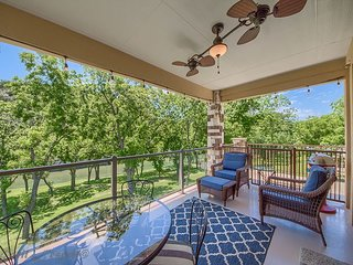 Guadalupe Riverfront with a pool! Upscale and gated. Walk to rent tubes!
