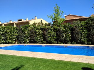 Calella de Palafrugell Apartment Sleeps 3 with Pool and WiFi - 5792843