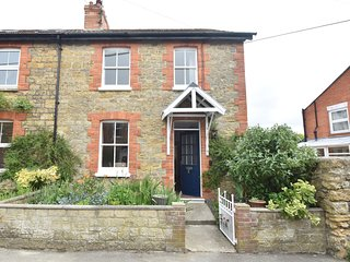 75198 Cottage situated in Bridport (1.5mls NE)