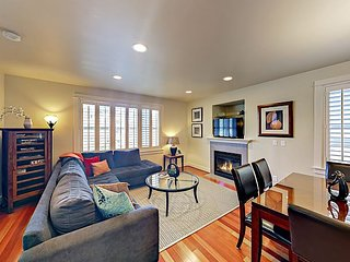 3-Story Seattle Townhome - Minutes to Downtown, the Beach, Shops & Dining