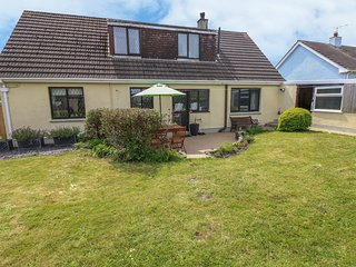 SILVRETTA, spacious detached cottage, family accommodation, near Amroth, Ref