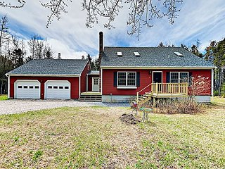 Renovated Cottage on Quiet 1-Acre Wooded Lot – Near Downtown & National Park