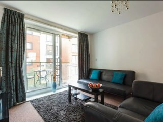 Southampton Centre 2 Bed 2 Bath With Parking Sleeps 6