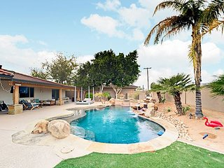 Granada Grotto Celebrity-Style Home w/ Pool, Spa & Firepit – Near Old Town