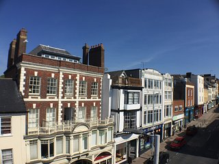Exeter City Centre Maisonette flat with furnished roof terrace