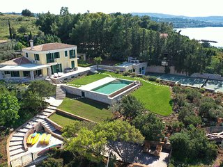 Villa Aria - Luxury Beachfront Villa with Swimming pool and Tennis Court