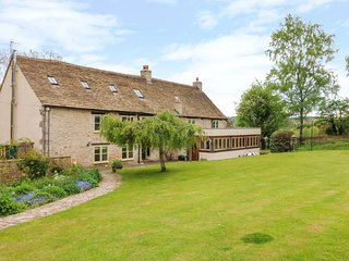 TICKMOREND FARM HOUSE, WiFi, wood burning stove, Nailsworth