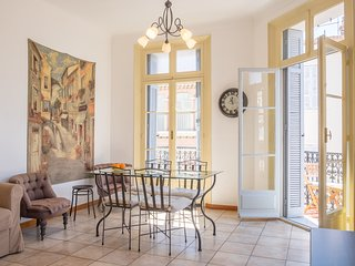 Spacious apartmen, central location close to the Vieux Port - Destination Cannes