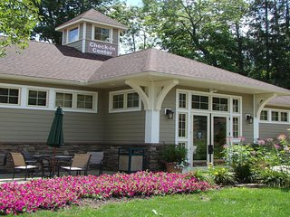 Tree Tops at Poconos Mountain Villas - 2 BR Unit - SUNDAY Check-In