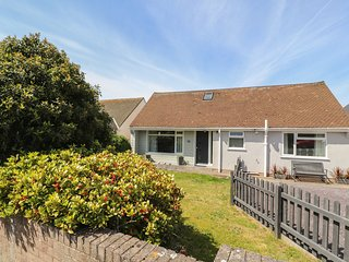 15 ROCKFIELD DRIVE, pet-friendly, WiFi, in Deganwy