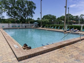 CENTRALLY LOCATED, SUPERB 2BR/2BA, POOL,TENNIS, BBQ, CLOSE TO IMG, BEACHES