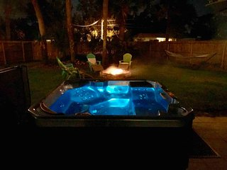 *WEEKDAY SPECIAL,Prime Location, Hot Tub in our oasis,near DWTN St Aug & Beaches