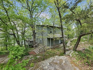 SCENIC VIEW Boulder Bungalow. Lookout Mountain Home On The Bluff. 50% Down To Re