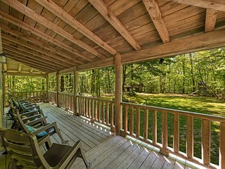 Trails` End, Pet Friendly Log Cabin on Signal Mountain, 50% Down To Reserve