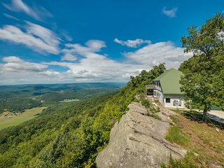 SCENIC VIEW, Cloud 9, Beautiful and Spacious Home on the Bluff of Lookout Mounta