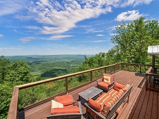 SCENIC VIEW, Lookout Mountain Cabin On The Bluff, Peach Bluff House. 50% Down To