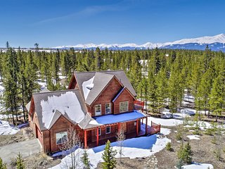 'Rocky Bear Lodge' on 2+ Acres Near Turquoise Lake