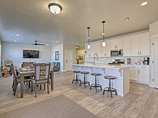 NEW-Brand New Townhome w/Hot Tub 7Mi to Red Cliffs