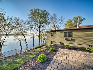 NEW-Spacious Family Home on the Mississippi River!