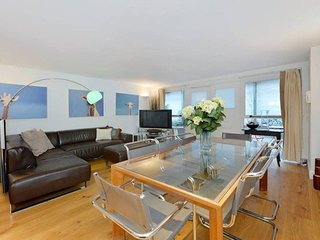 Large 2 bed townhouse in Chelsea SW10