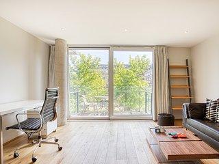 Beautiful 1 Bed Apartment w/ balcony near Angel