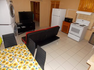 Stewart Guest House - Trincity, Airport, Washer,Dryer, Office,Movies, Premium TV
