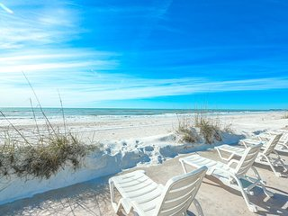 Gulf Front Condo w/ Free WiFi & Private Open Deck Overlooking the Beach