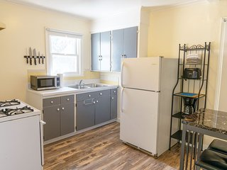 ★ Private Studio in Berkeley w/ Kitchen and Bath ★