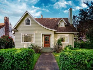 Wonderful North Portland Home, Ping-Pong Table, Under 1 Mile to UofP,  Under 4 M