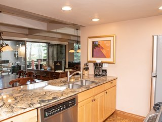 Vail International #111 Beautiful Condo Minutes from Vail Ski Lifts