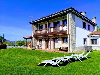 Villa Tiviti casa típica asturiana construcción moderna