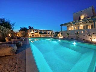 Seaside Naxos • Villa Ariadne with Private Pool • 4 BDR / 3 BATH at Plaka Beach