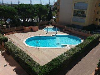 T2 dans residence avec piscines, parking